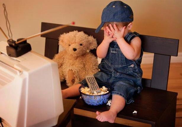 Дети у телевизора