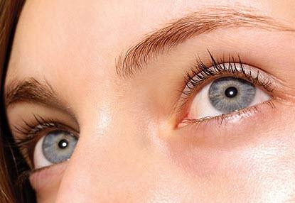 Как можно убрать синяки под глазами без посещения врачей и косметолога