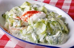 Салат из свежих огурцов с сыром
