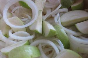 Салат из яблок с растительным маслом