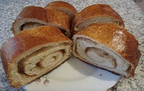 Пирог из сладкого дрожжевого теста