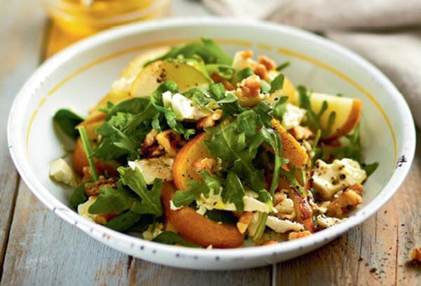Вегетарианский салатик — ассорти с курицей.