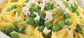 Салат из спагетти со шпинатом и картофелем.