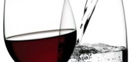 Вино и еда. Газированная вода.