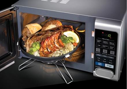 Полезный совет тем, кто готовит в микроволновой печи