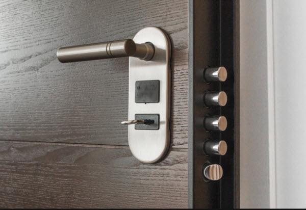 Надежная защита входных дверей от взлома