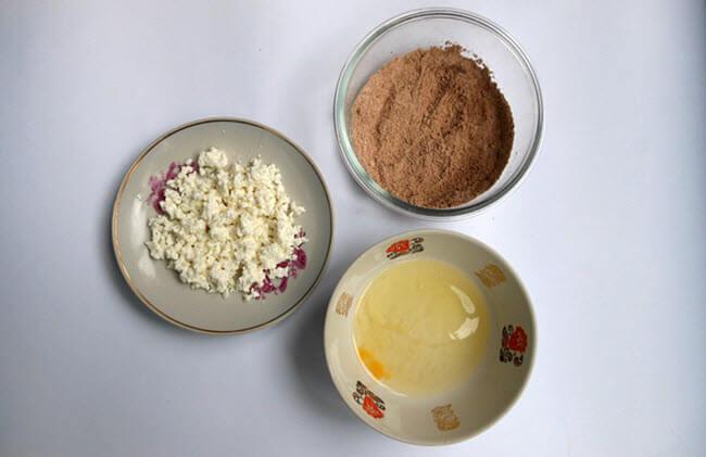 Шоколадные сырники без сахара из ржаной муки