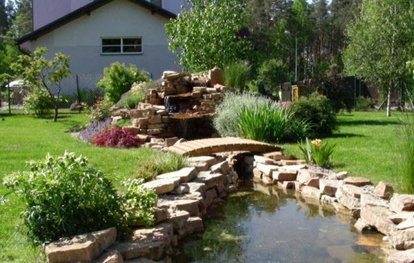 Искусственный водоем на садовом участке: как удержать воду в водоеме?