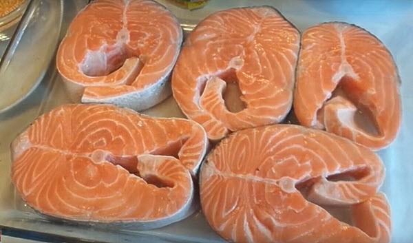 Запеченный лососевый стейк на ужин для всей семьи