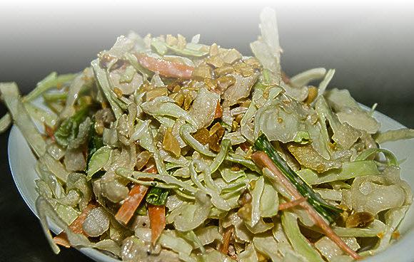 Вкусный сытный салат за 15 минут — для быстрого ужина.