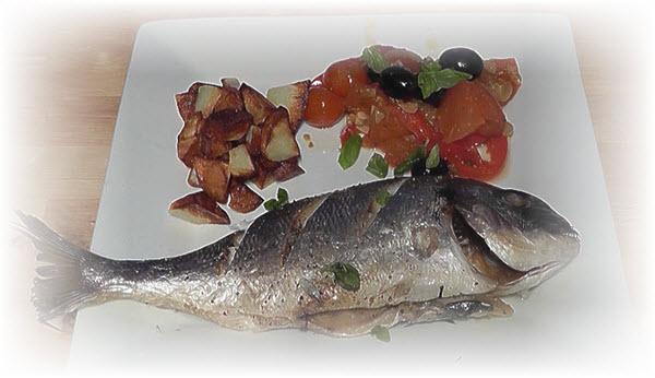 Запеченная рыба с помидорами в греческом стиле