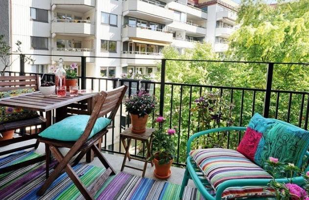 Как можно уютно обустроить маленький балкон с пользой?