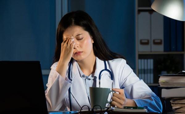 Работаете посменно? 5 советов, чтобы избежать проблем со здоровьем.