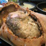 Свиной окорок, запечённый в ржаном тесте.